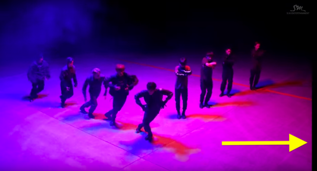 Nhặt sạn trong MV Kpop: BTS 5 lần 7 lượt dính lỗi trang phục; EXO, BLACKPINK, TWICE cũng không tránh khỏi những lỗi ngớ ngẩn - Ảnh 23.