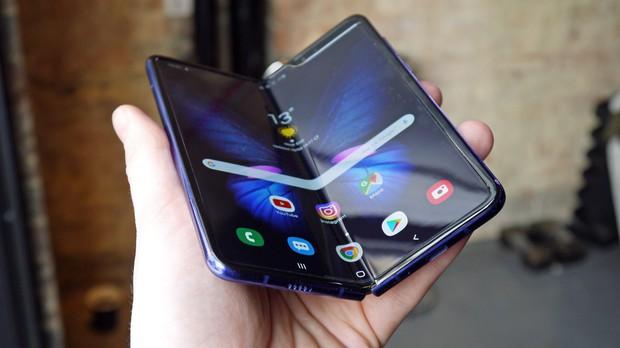 Samsung tuyên bố Galaxy Fold chịu được 200.000 lần đóng mở và cái kết khiến người dùng phải khóc thét! - Ảnh 1.