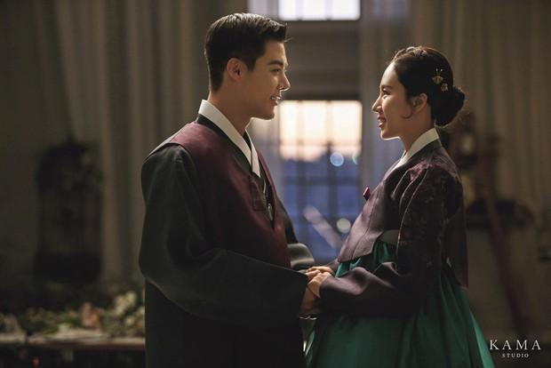 Bộ ảnh cưới hot nhất Kbiz hôm nay: Sao nam xứ Hàn lột xác hậu giảm 15kg vì hôn lễ, cô dâu vận động viên có kém gì - Ảnh 5.