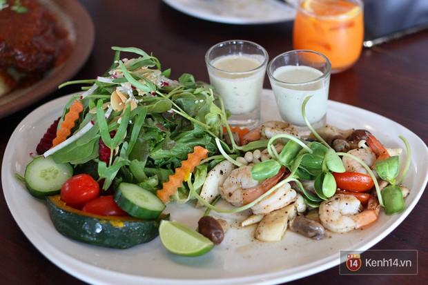 Đến Chiang Mai mà không đi ăn ở nông trại sẽ là một thiếu sót lớn đó, ca sĩ Quang Vinh và mầm non giải trí Liên Bỉnh Phát còn từng mê mệt món ăn ở đây này - Ảnh 9.