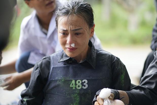 Mỹ nhân hành động: Phương Oanh khóc nức nở, Ngọc Thanh Tâm - Oxy đau đớn đi giải cứu con tin - Ảnh 6.