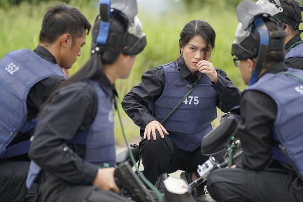 Mỹ nhân hành động: Phương Oanh khóc nức nở, Ngọc Thanh Tâm - Oxy đau đớn đi giải cứu con tin - Ảnh 7.