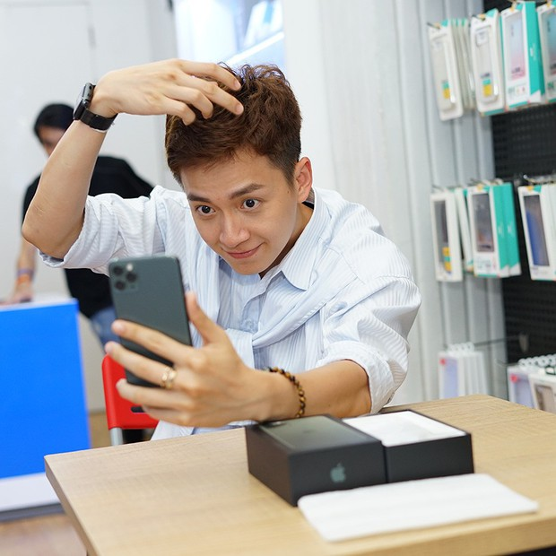 Hàng chục nghệ sỹ Việt đua nhau rinh iPhone 11, táo khuyết tại Việt Nam chưa bao giờ hết hot! - Ảnh 7.