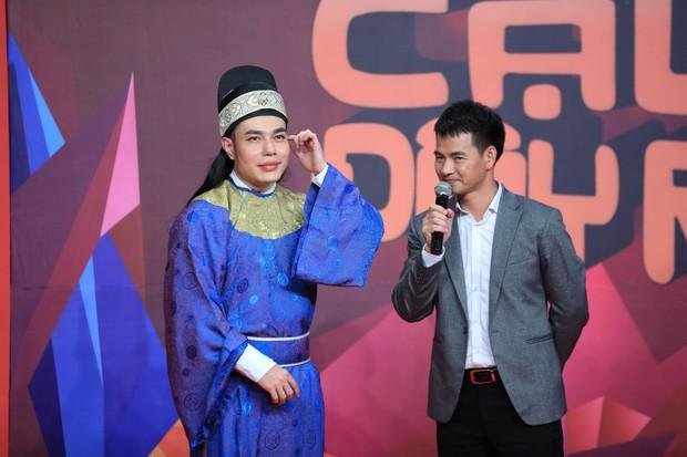 Lê Dương Bảo Lâm không ngại hôn bạn trai, một lần nữa giành cúp Ơn giời - Ảnh 1.