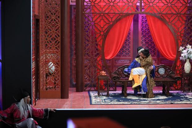 Lê Dương Bảo Lâm không ngại hôn bạn trai, một lần nữa giành cúp Ơn giời - Ảnh 4.