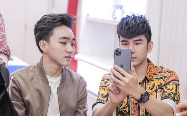 Hàng chục nghệ sỹ Việt đua nhau rinh iPhone 11, táo khuyết tại Việt Nam chưa bao giờ hết hot! - Ảnh 10.