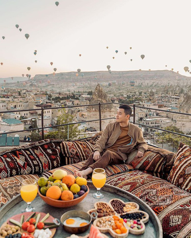 Chàng ca sĩ Quang Vinh bao năm bị đồn là thiếu gia Nguyễn Kim: Bỏ hào quang sân khấu để theo đuổi đam mê du lịch với những bức ảnh chất hơn nước cất - Ảnh 1.