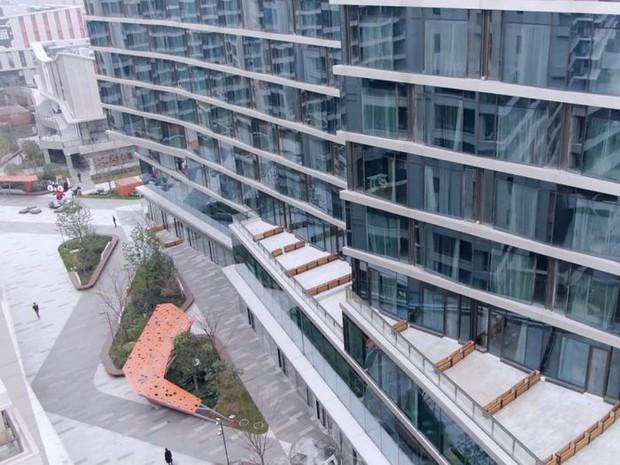 Ngợp mắt với khách sạn tương lai của ông trùm hàng đầu Trung Quốc, tràn ngập robot và công nghệ đầy nhà - Ảnh 3.