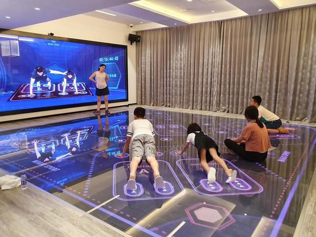 Ngợp mắt với khách sạn tương lai của ông trùm hàng đầu Trung Quốc, tràn ngập robot và công nghệ đầy nhà - Ảnh 18.