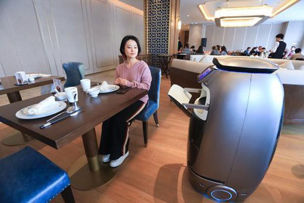 Ngợp mắt với khách sạn tương lai của ông trùm hàng đầu Trung Quốc, tràn ngập robot và công nghệ đầy nhà - Ảnh 14.
