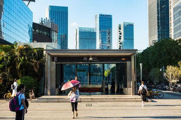 Người đi tàu điện ngầm ở Trung Quốc không cần dùng thẻ, chỉ đơn giản là lướt khuôn mặt là có thể đi vào ga - Ảnh 1.