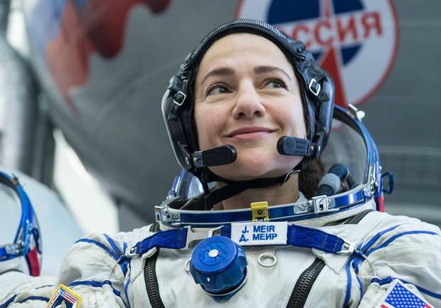 NASA tái khởi động đội nữ du hành gia đi bộ đầu tiên trong không gian - Ảnh 2.