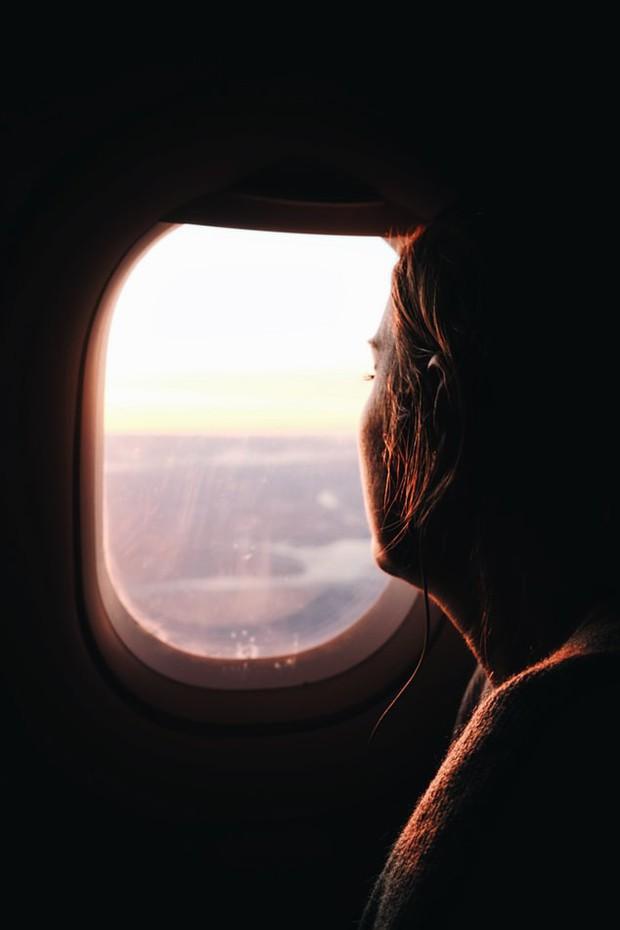 Sự thật: hành khách luôn phải mở cửa sổ máy bay khi cất cánh hoặc hạ cánh, đã bao giờ bạn tự hỏi vì sao chưa? - Ảnh 5.