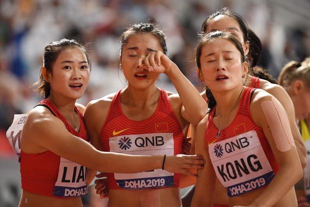 Đội tuyển điền kinh nữ Trung Quốc trình diễn thảm họa tại giải thế giới, tiếp tục trở thành trò cười vì pha chữa cháy có một không hai - Ảnh 2.