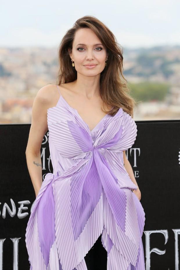 Phát sốt vì nhan sắc lột xác của Angelina Jolie gần đây: Cuối cùng nữ hoàng nhan sắc một thời đã trở lại! - Ảnh 16.