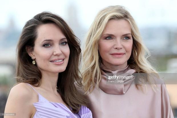 Phát sốt vì nhan sắc lột xác của Angelina Jolie gần đây: Cuối cùng nữ hoàng nhan sắc một thời đã trở lại! - Ảnh 11.