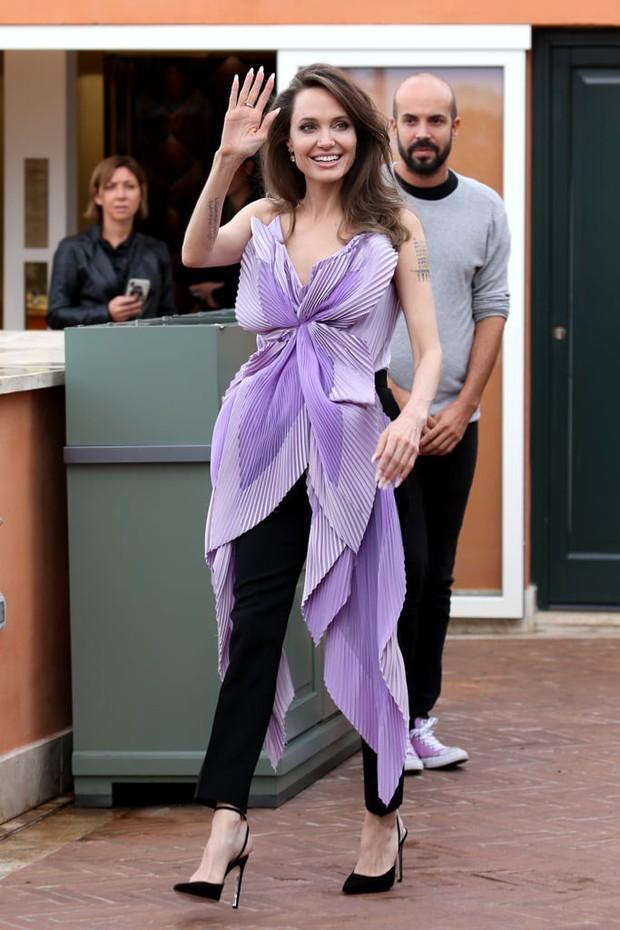 Phát sốt vì nhan sắc lột xác của Angelina Jolie gần đây: Cuối cùng nữ hoàng nhan sắc một thời đã trở lại! - Ảnh 14.