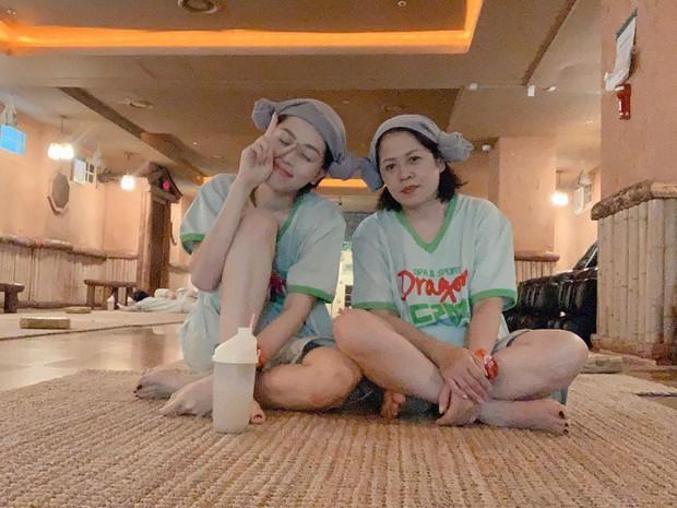 Loạt mỹ nhân Việt thường xuyên trốn việc để đi du lịch cùng mẹ khiến dân tình phát hờn vì cực tình cảm và đáng yêu - Ảnh 7.
