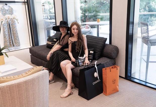 Làm Vlog  kiểu rich kid Việt: Đi Las Vegas với mẹ mua sắm sương sương hết... hơn 2 tỷ 300 triệu, đồ hiệu không thiếu thứ gì - Ảnh 3.