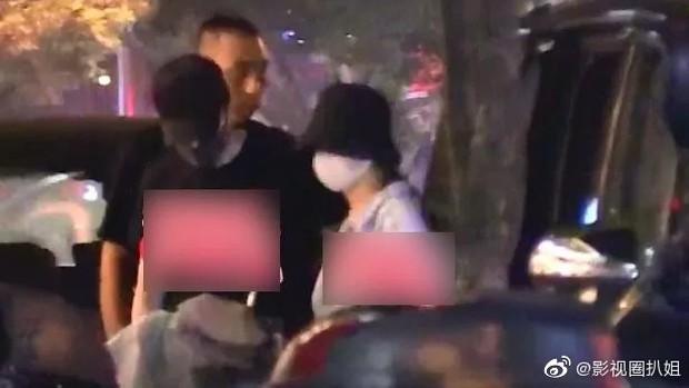 Triệu Lệ Dĩnh tất tả về nhà đón sinh nhật cùng ông xã, cử chỉ của Phùng Thiệu Phong chứng minh tình cảm thật của cặp đôi - Ảnh 3.