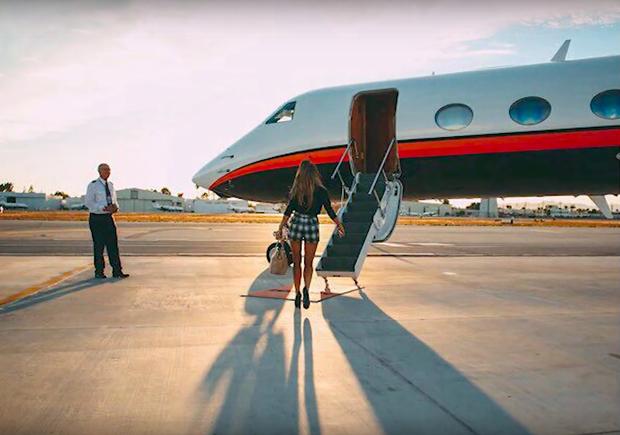 """Xin """"thở gấp"""" 1 phút trước số tiền tỷ Ariana Grande chi cho việc đi máy bay và thuê Airbnb mỗi tháng, có khi bằng người thường kiếm cả đời - Ảnh 10."""