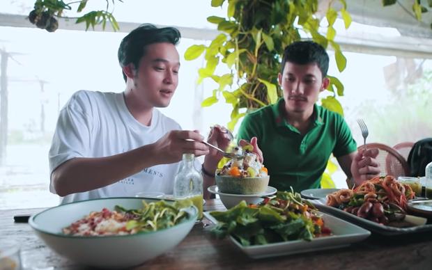 Đến Chiang Mai mà không đi ăn ở nông trại sẽ là một thiếu sót lớn đó, ca sĩ Quang Vinh và mầm non giải trí Liên Bỉnh Phát còn từng mê mệt món ăn ở đây này - Ảnh 4.