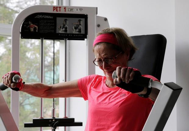 Cụ bà 70 tuổi gây sốt khi chinh phục đường đua nguy hiểm nhất thế giới cùng dàn hậu bối trẻ trung - Ảnh 7.