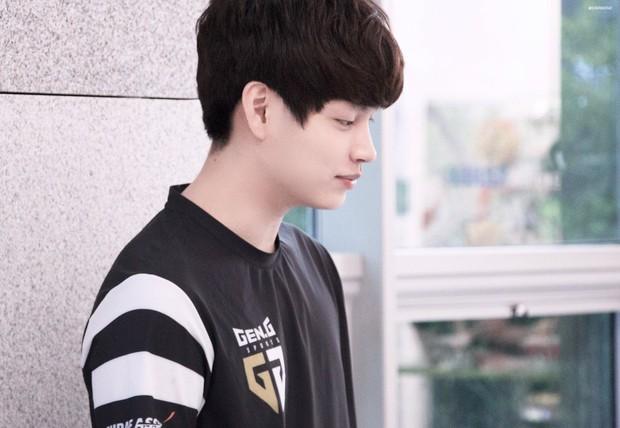 Ngất ngây với độ đẹp trai chuẩn soái ca của dàn game thủ 9X Hàn Quốc - Ảnh 18.