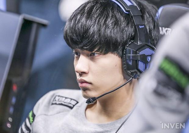 Ngất ngây với độ đẹp trai chuẩn soái ca của dàn game thủ 9X Hàn Quốc - Ảnh 16.