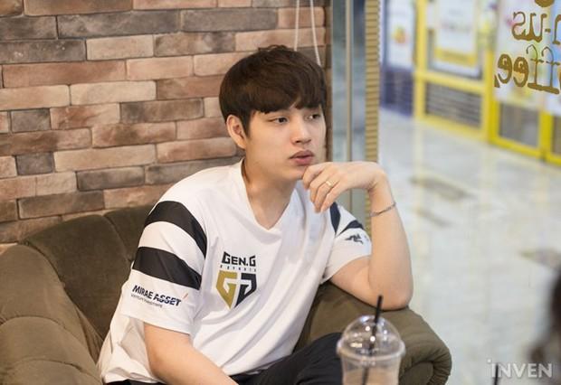 Ngất ngây với độ đẹp trai chuẩn soái ca của dàn game thủ 9X Hàn Quốc - Ảnh 19.