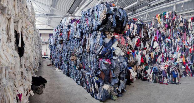 Góc khuất của ngành công nghiệp thời trang nhanh: Đẹp-tiện-rẻ nhưng là cú lừa khủng khiếp cho môi trường - Ảnh 2.