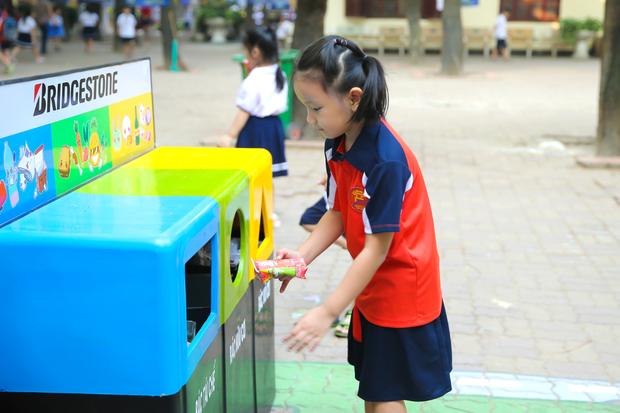 Hơn 9.000 học sinh Hà Nội bắt đầu thói quen phân loại rác tại nguồn - Ảnh 9.