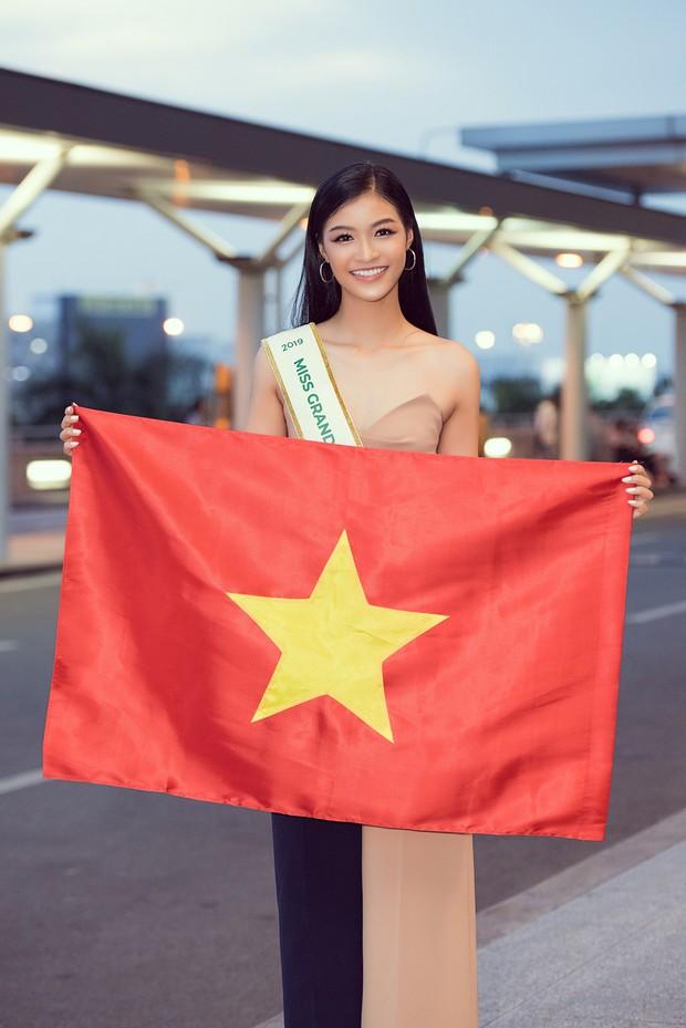 Vừa lên đường đến Venezuela thi Hoa hậu Hoà bình với 150 kg hành lý, Kiều Loan đã được gọi tên vào Top thí sinh nổi bật! - Ảnh 5.