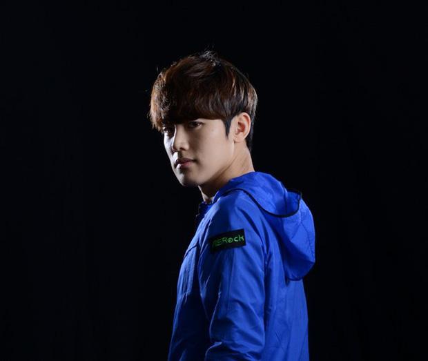 Ngất ngây với độ đẹp trai chuẩn soái ca của dàn game thủ 9X Hàn Quốc - Ảnh 24.