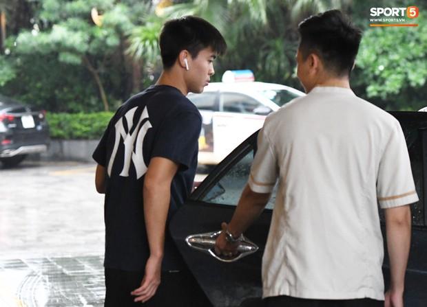 Văn Hậu được yêu cầu tham gia buổi họp ngay sau khi về tới nơi hội quân của ĐT Việt Nam - Ảnh 4.
