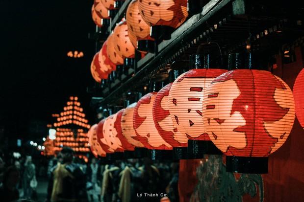 Thật tình cờ và thật bất ngờ: Đi du lịch Nhật Bản trái mùa, chàng travel blogger được trải nghiệm lễ hội đèn lồng hơn 350 tuổi tại Nihonmatsu - Ảnh 1.
