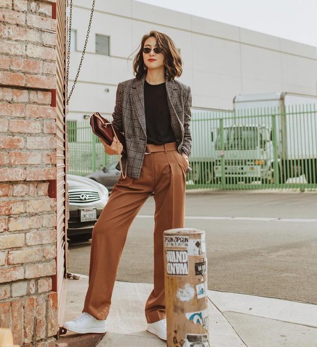 Khi bị đồng nghiệp chê mặc xấu: Nàng công sở đừng mặc kệ mà hãy cải tổ phong cách với 8 items sau đây - Ảnh 11.
