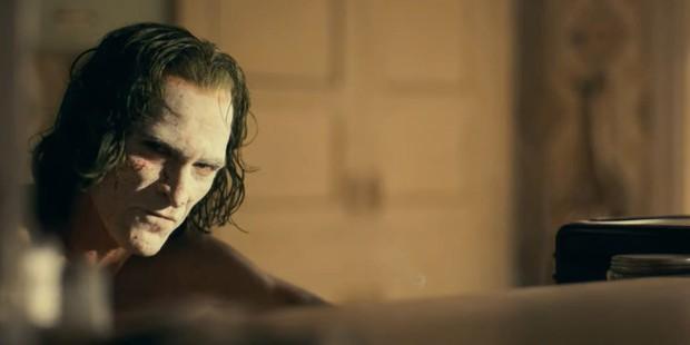 Đến Joaquin Phoenix cũng dính cảnh JOKER vận vào đời: Bị MC đình đám móc mỉa ngay talkshow, công chúng đồng loạt phẫn nộ - Ảnh 5.