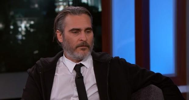 Đến Joaquin Phoenix cũng dính cảnh JOKER vận vào đời: Bị MC đình đám móc mỉa ngay talkshow, công chúng đồng loạt phẫn nộ - Ảnh 6.
