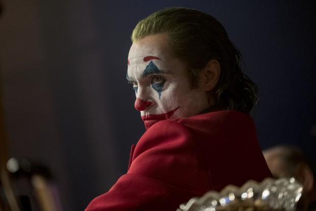 Sốc: Khán giả tranh cãi khi Joker sử dụng âm nhạc của kẻ lạm dụng trẻ em đưa vào phim! - Ảnh 2.