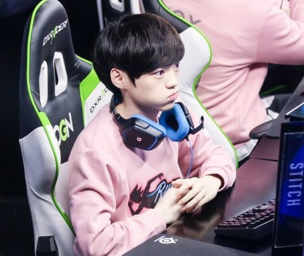 Ngất ngây với độ đẹp trai chuẩn soái ca của dàn game thủ 9X Hàn Quốc - Ảnh 12.