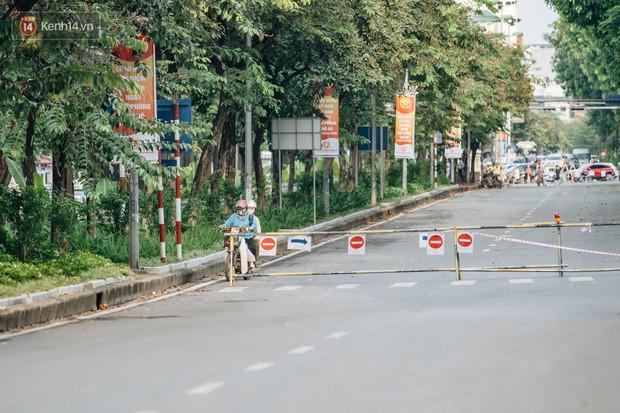Ảnh, clip: Rào chắn nửa đường Kim Mã để thi công metro Nhổn - ga Hà Nội, giao thông hỗn loạn - Ảnh 13.
