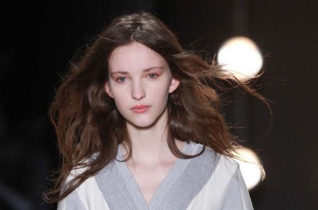 Để tóc đẹp hơn vài chân kính, bạn hãy làm theo lời khuyên từ các hairstylist tại Tuần lễ thời trang - Ảnh 5.