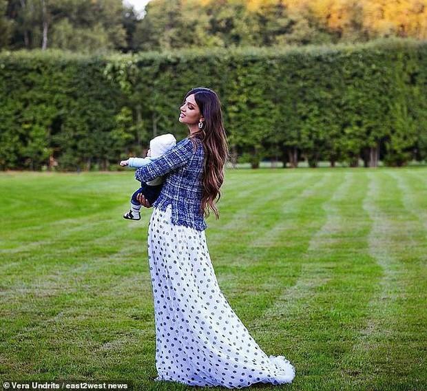 Hậu tin đồn đào mỏ, người đẹp Nga tố cựu Quốc vương Malaysia vô tâm, khiến cô phải bán nhẫn cưới cứu con trai - Ảnh 3.