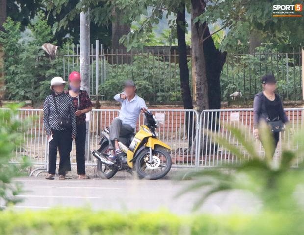 Phe vé ảm đạm, chợ vé online vẫn nhộn nhịp trước trận Việt Nam gặp Malaysia - Ảnh 2.