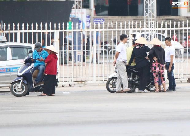 Phe vé ảm đạm, chợ vé online vẫn nhộn nhịp trước trận Việt Nam gặp Malaysia - Ảnh 4.