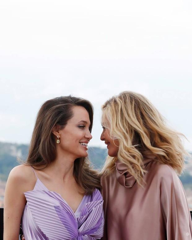 Có 1 nữ minh tinh trong dàn sao Avengers đẹp thần thánh đến mức Angelina Jolie phải crush thầm bao năm - Ảnh 1.