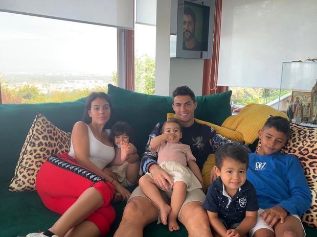 Hai thiên thần nhỏ nhà Ronaldo nhảy siêu đáng yêu trước ống kính, hóa ra ngay từ nhỏ đã có tố chất làm sao giống hệt cha - Ảnh 3.