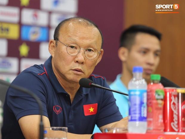 HLV Park Hang-seo: Công Phượng, Văn Hậu cần theo dõi thêm, chưa chắc được ra sân trận gặp Malaysia - Ảnh 1.