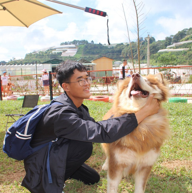"""Going to Da Lat to become a """"lotus"""" at 5 super cute dog cafes, now taking pictures to check-in with the new boss is a hot trend!  - Photo 18."""